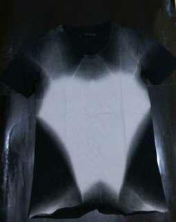 日本網站買牌子WYKIDD男裝黑色幻象圖案tee