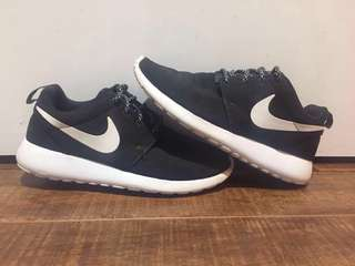 Woman's Nike Roches