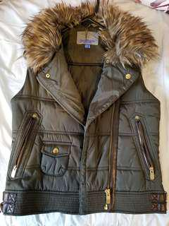Stradivarius Army green Vest with fur collar size S