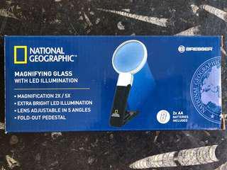 Magnifying glass with LED illumination