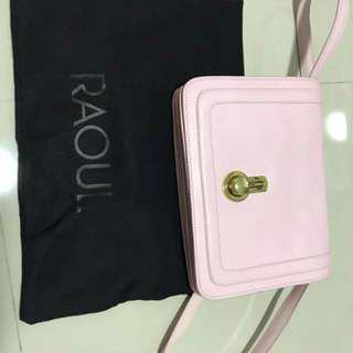 🚚 Genuine leather RAOUL aunthentic sweet pink sling bag in very good conditions