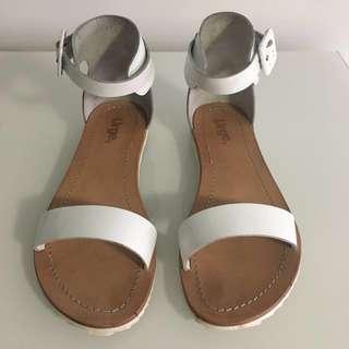 URGE Sandals