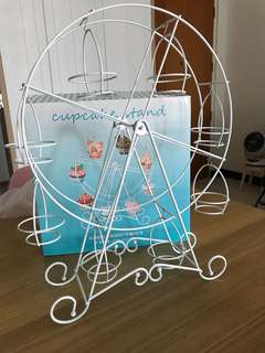 White Ferris wheel cupcake holders for rental