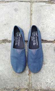 Authentic Navy Blue Toms Slip-on