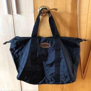 黑色旅行袋