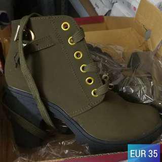 Kasut Boot Wanita