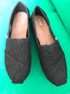 Toms ladies shoes in size 36