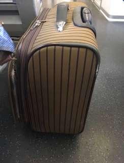 🈹🈹🈹清屋價🈹🈹 Elle luggage