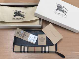 Authentic Burberry Wallet Display set like new
