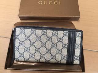 Authentic Gucci Wallet Display set like new