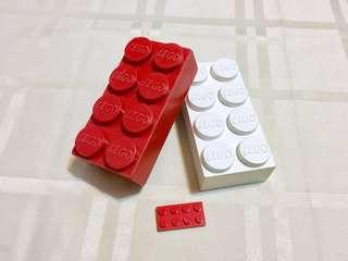 60年代LEGO標誌巨型磚兩件,可拼砌!(見圖3)  價錢包兩件,分別是一件白色和一件紅色巨型磚  磚上的LEGO標誌,是六十年代的,跟現在的不同👍👍