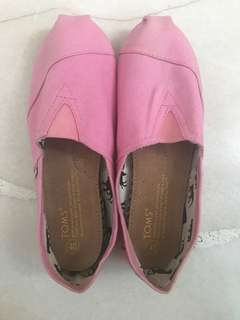 Size 40 Toms pink covered shoes