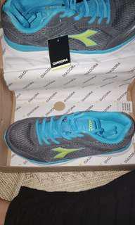 Running shoes / sepatu lari diadora