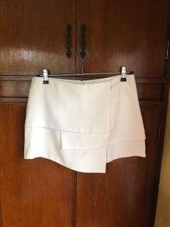 Preloved White Skort (Skirt in front, Shorts at the back)