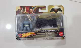 Hot Wheels Batman v Superman: Dawn of Justice Armored Batman Mini Figure & Batmobile