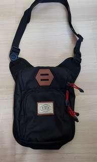 EIGER small sling bag