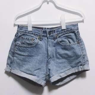 SOLD Vintage Levis HW denim shorts