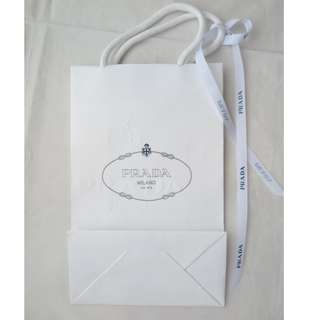 PRADA small size white shopping bag with ribbon 細尺碼白色紙袋連絲帶