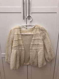 白色毛毛外套