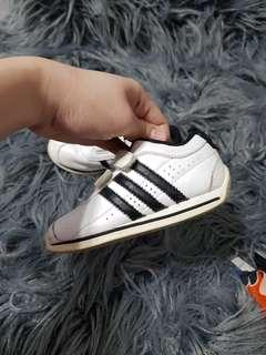 Adidas kids 7k US size
