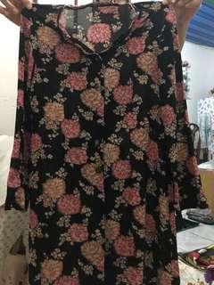 Baju bunga hitam