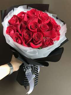 30 red roses Hand Bouquet