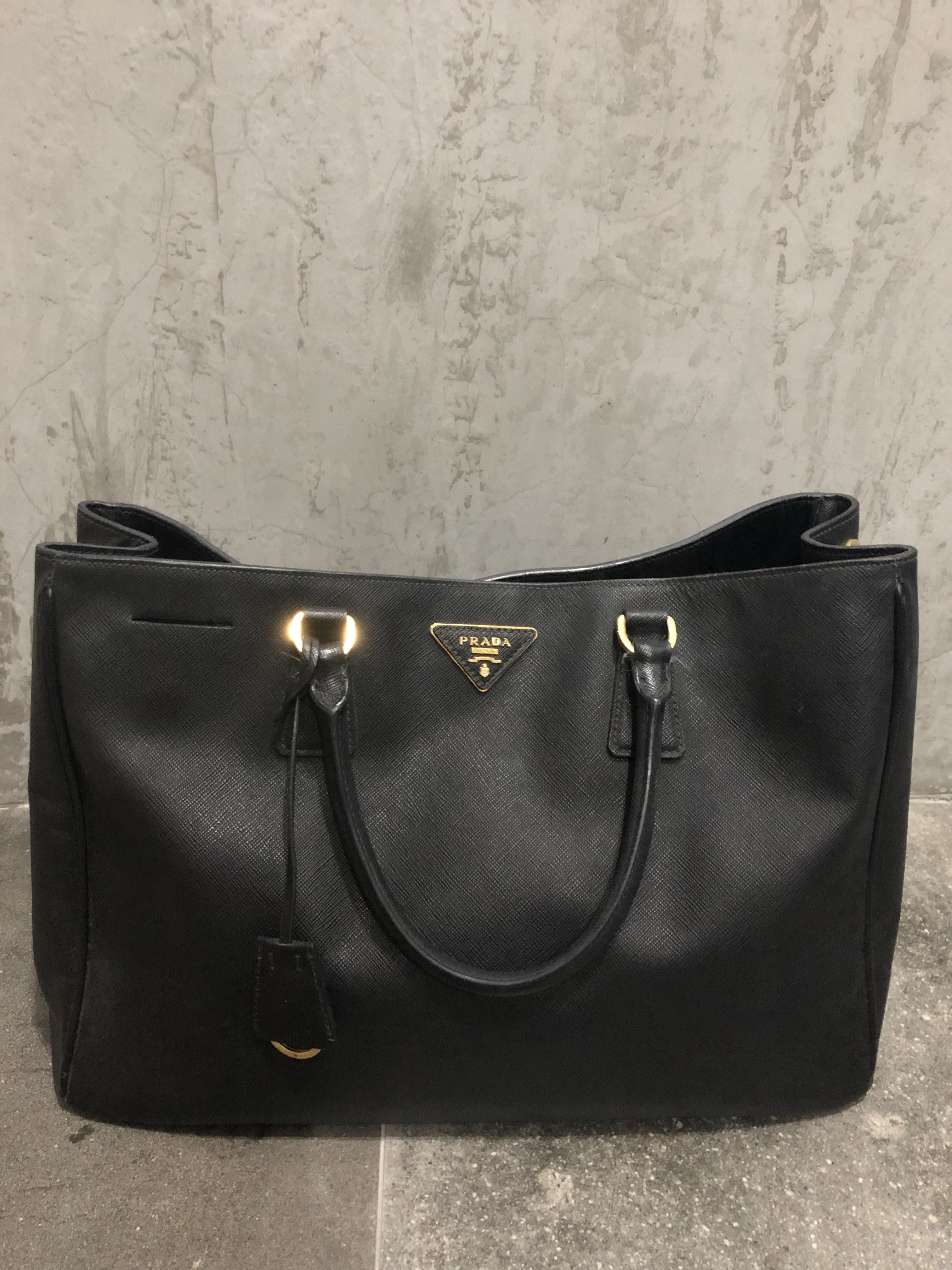 f0e2c31c887402 AUTHENTIC Prada Saffiano Lux Black Leather Tote BN1844, Women's Fashion,  Bags & Wallets on Carousell