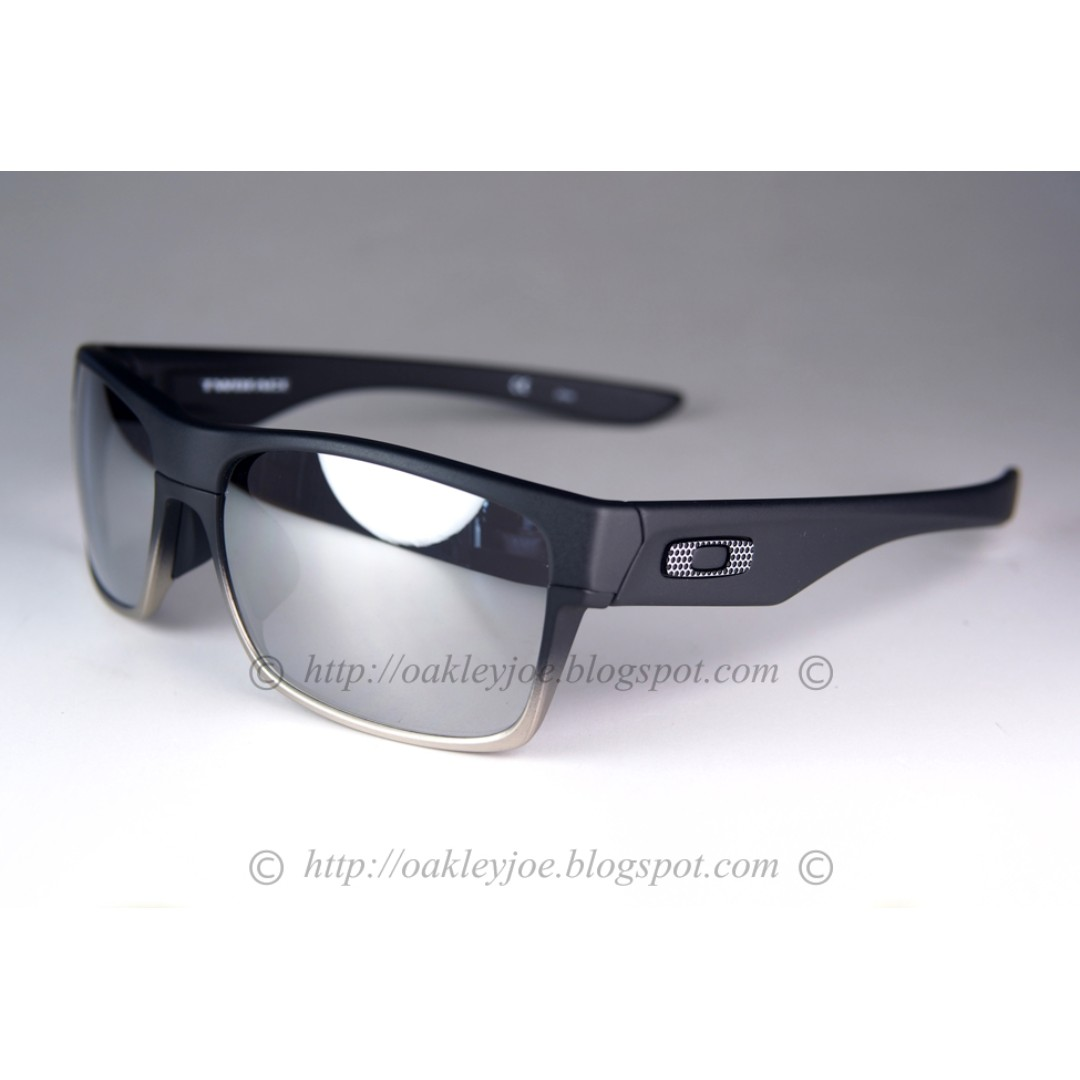 7a0f5d46bb6 BNIB Oakey Twoface Asian Fit matte black + chrome iridium OO9256-12 sunglass  shades