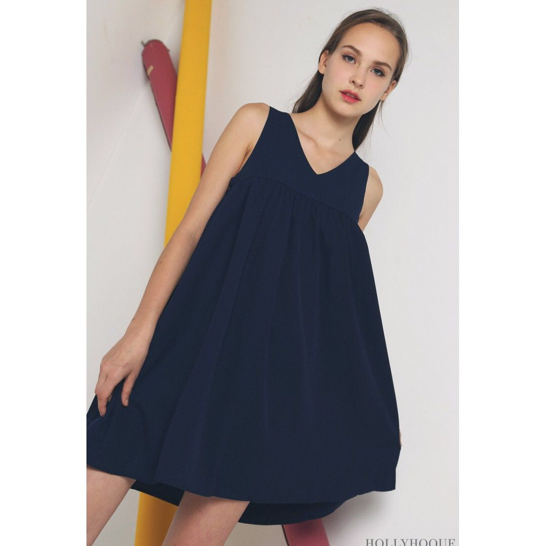 82518a3f10eb HOLLYHOQUE VEE BABYDOLL DRESS NAVY - M, Women's Fashion, Clothes, Dresses &  Skirts on Carousell