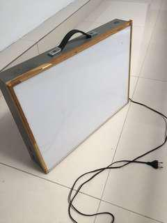 Portable tracing light box