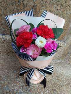 康乃馨、桔梗鲜花束