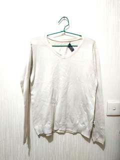 White sweater M