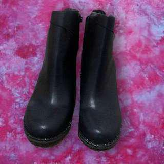 BNWT Ankle boots size 7 black