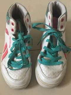 Preloved reebok elsa shoes for girls