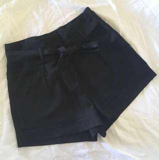 Black trendy pants