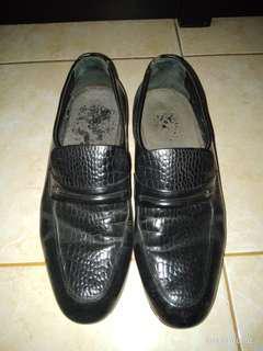Sepatu kerja or ngantor