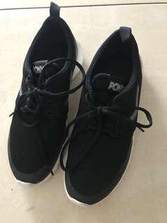 經典美國Pony黑色運動鞋25cm