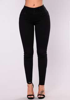 FASHIONNOVA Black Highwaisted Jeans