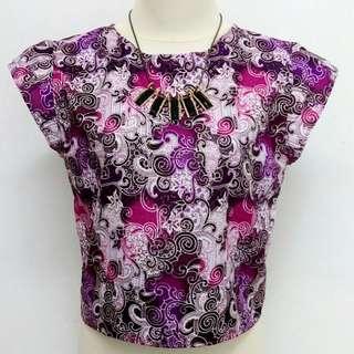 Batik ungu crop tee