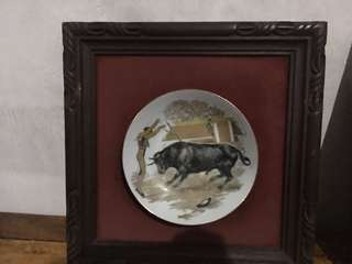 Porcelain plate with narra frame