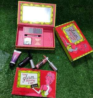 Benefit cosmetics set