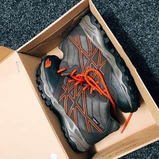The north face shoes(size5)