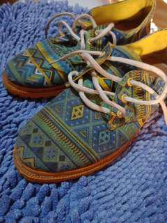 Boots tribal