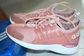 Sepatu adidas tubular women