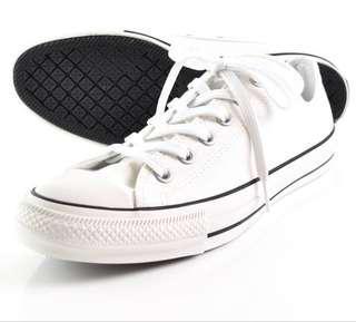 URGENT!! Converse white shoes