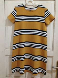 Stradivarius mustard dress