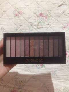 Makeup Revolution Iconic 3 eyeshadow pallet