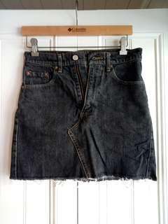 Vintage Levis HW denim skirt