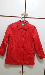 🚚 麗嬰房紅色薄風衣外套8&10各一