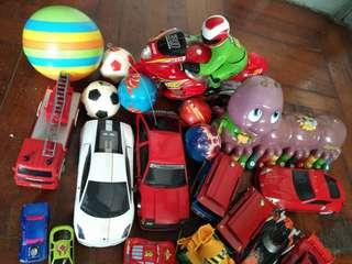 玩具車大小有14架和球